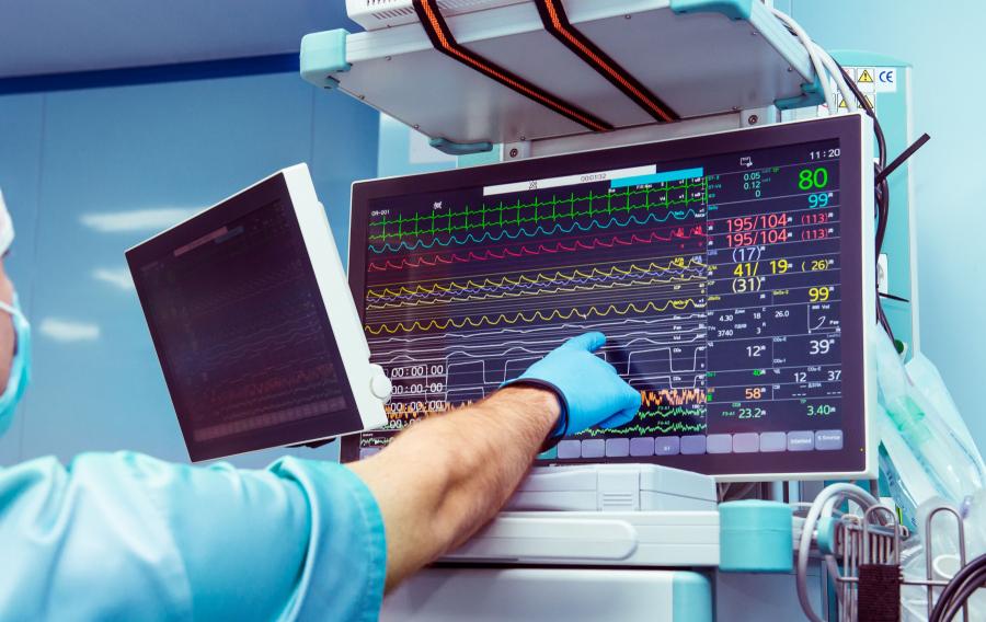 Wie es dem Patienten im Operationssaal geht, wie gut er die Anästhesieverträgt, zeigen zahlreiche Geräte den Medizinern an Bild: Fotolia/Okrasyuk