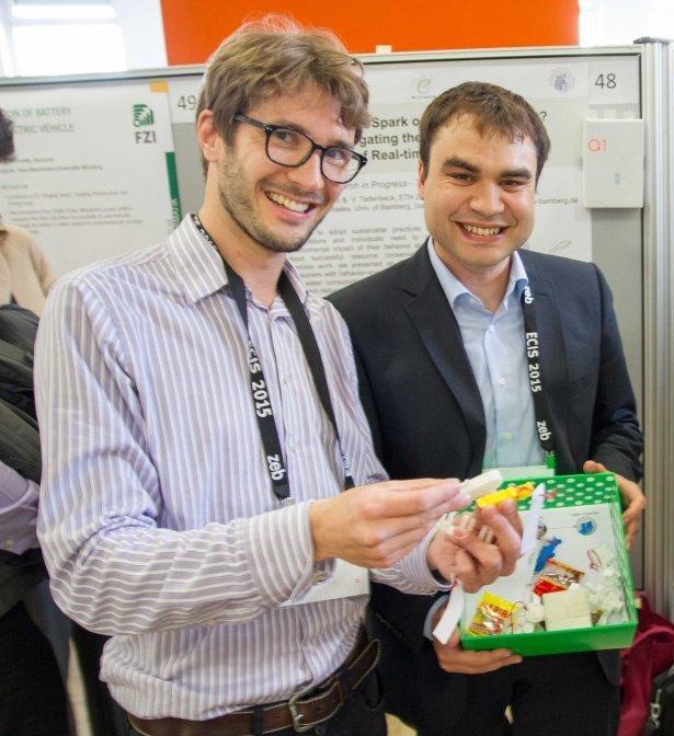 Professor_Christoph_Flath_(links)_und_Marco_Wirth._(Foto:_Uni_Würzburg)