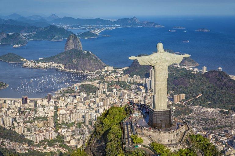 Aerial_panorama_of_Botafogo_Bay_and_Sugar_Loaf_Mountain,_Rio_De_Janeiro,_Brazil