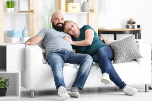 Overweight_couple_watching_tv_at_home