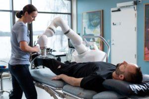 Kuka robert Life Science Robotics (LSR) Pflegeroboter Coronakrise