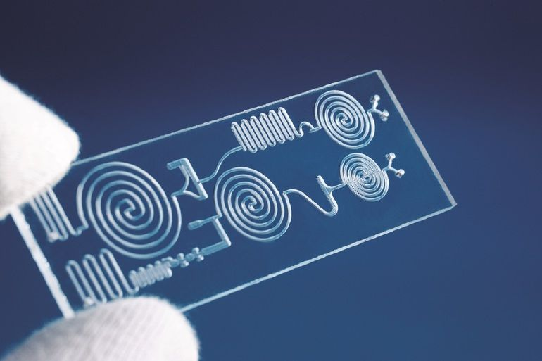 20200713_Laserstrahl_mikrofluidik.jpg