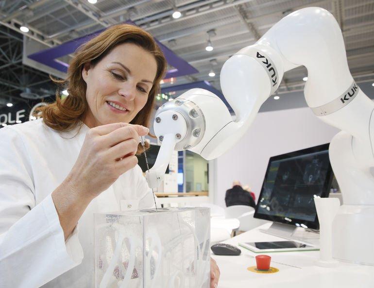 Roboter-Anwendungen_liegen_in_der_Medizin_im_Trend_und_sind_ein_Top-Thema_der_MEDICA.