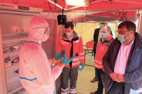 Plasmatreat Desinfektion Schutzkleidung Rotes Kreuz