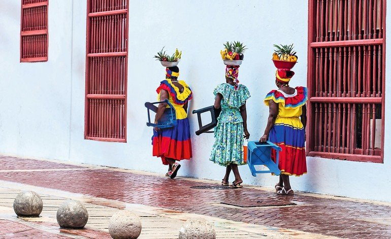 CARTAGENA_DE_INDIAS,_COLOMBIA_-_AUGUST,_2018:_Traditional_fruits_street_vendor_in_Cartagena_de_Indias_called_Palenquera