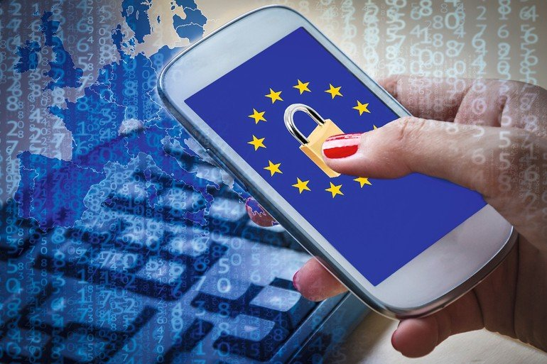 Padlock_and_EU_flag_on_smartphone_screen_and_female_hands_using_it._Suitable_for_the_EU_General_Data_Protection_Regulation_GDPR_or_the_NIS_Directive_of_cybersecurity