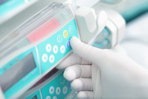 Setting_of_hospital_equipment_by_expert.