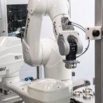 zwei Stäubli Roboter