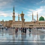 Muslims_marching_in_front_of_the_mosque_of_the_Prophet_Muhammad_in_Medina,_KSA._Prophet's_tomb_is_under_the_green_dome.