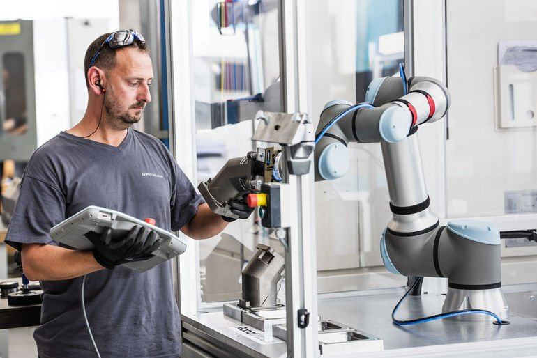 Universal_Robots_Cobot_UR16e.jpg