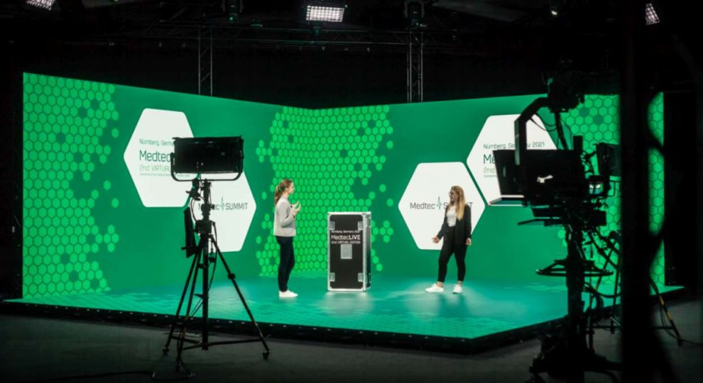 Echtes Event-Feeling: Die MedtecLIVE 2021 nutzt Europas größtes LED-XR (Extended Reality)-Studio für eine Moderation auf TV-Niveau